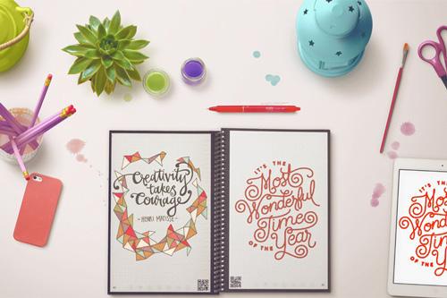 Choisir son cahier réutilisable rocketbook everlast sur table avec fournitures de bureau